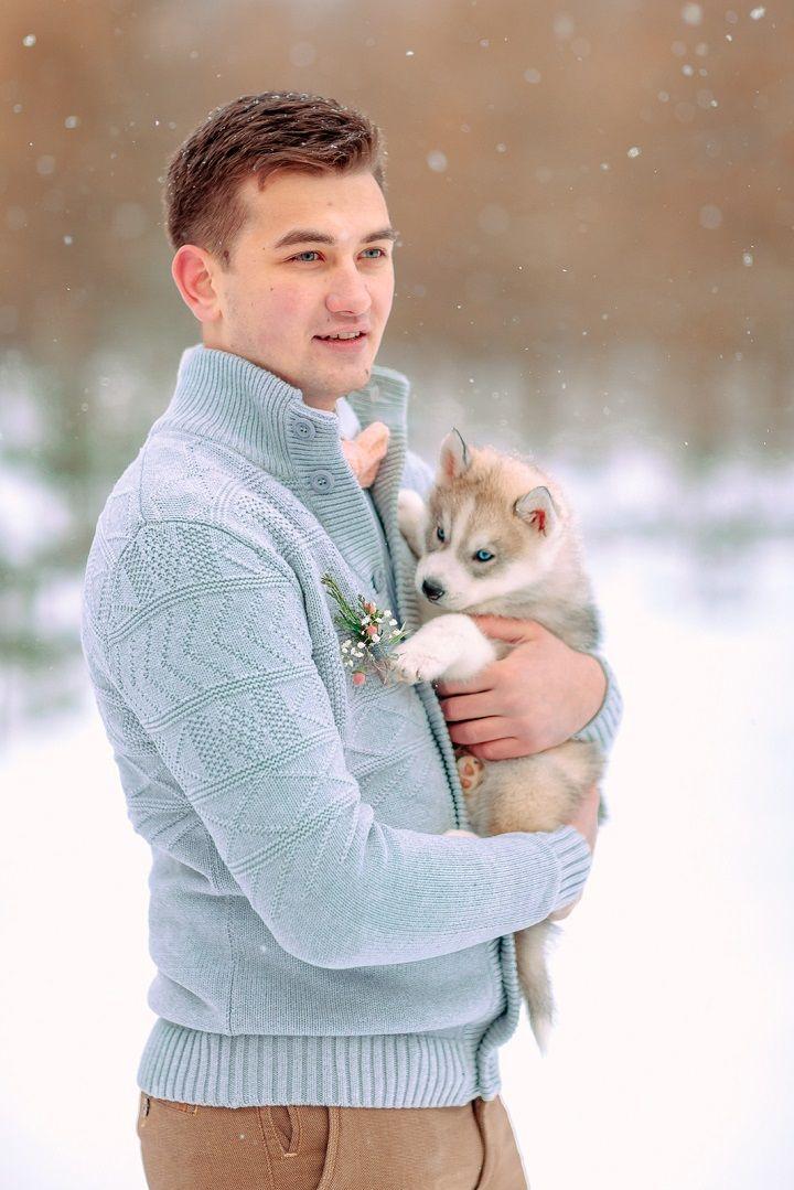 Groom in light blue cardigan | fabmood.com #wedding #winterwedding #outdoorwedding #snow #bride #weddingdress #peach