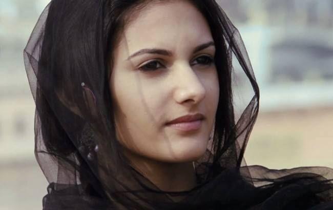 amyra dastur facebook