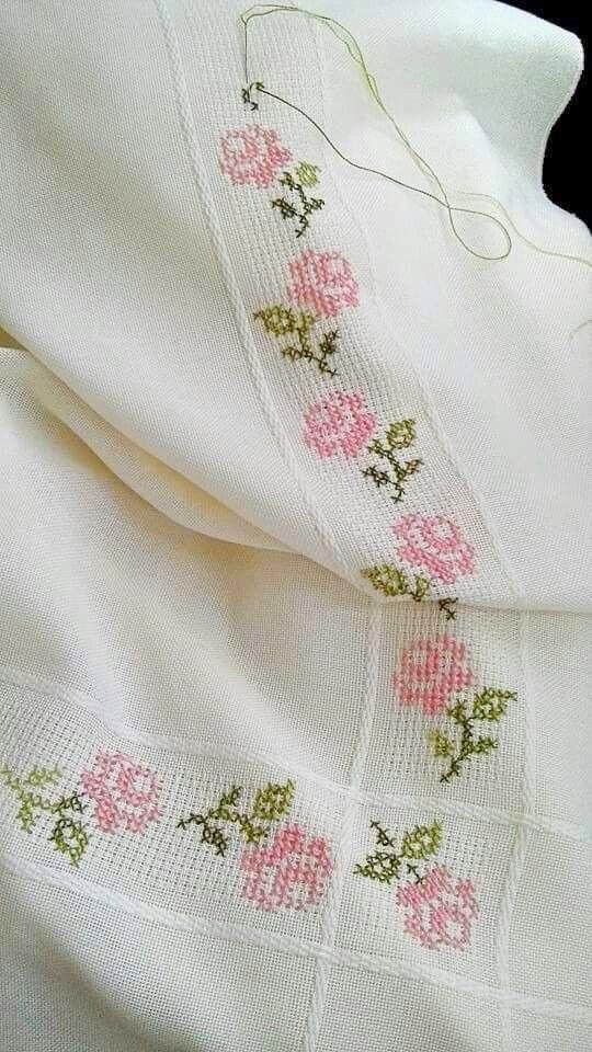 Ricami e schemi a punto croce gratuiti fiori facili per for Punto croce schemi facili
