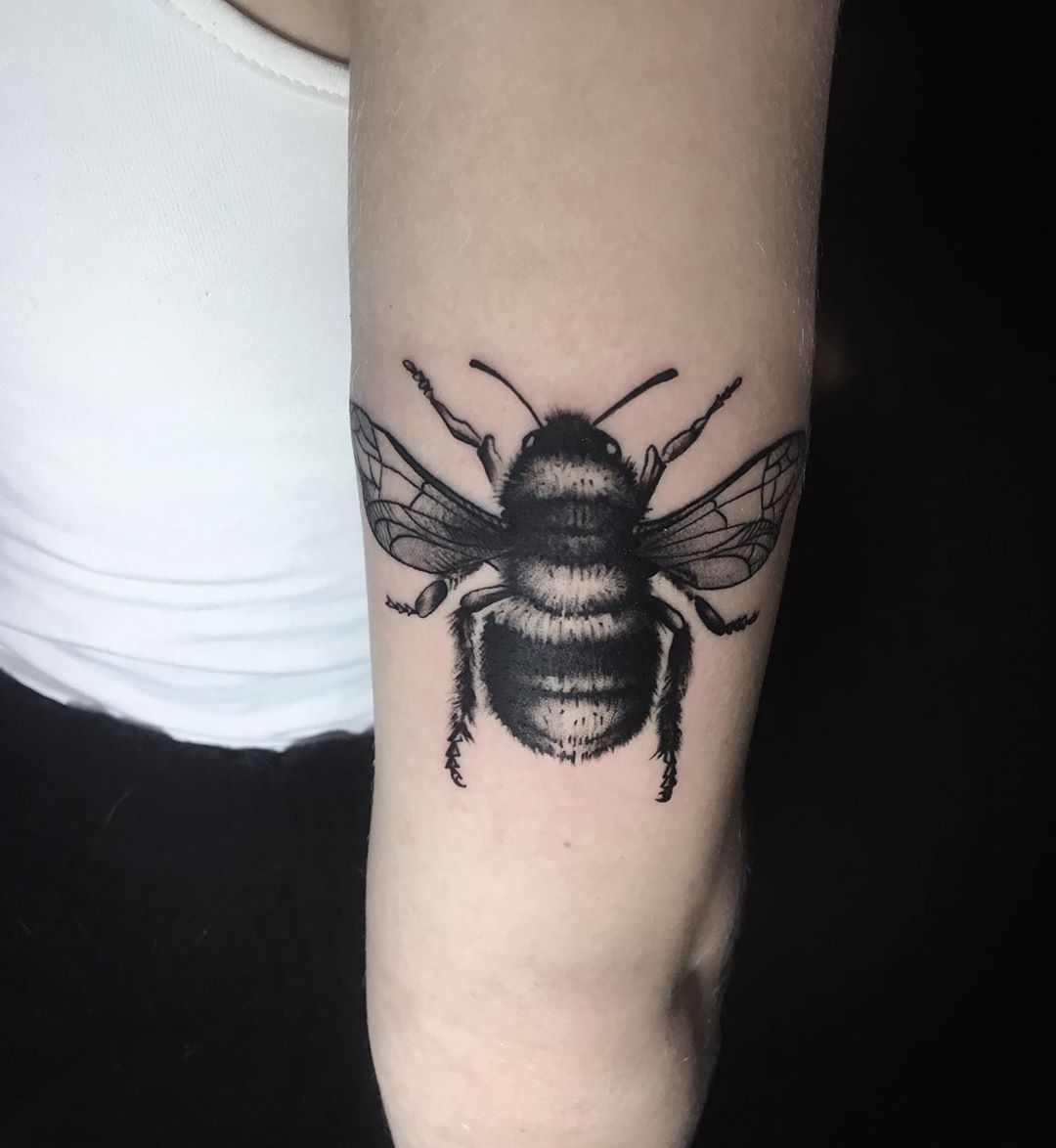 Bee Tattoo Bee Tattoo Tattoos Tattooed Ink Inked Armtattoo Blacktattoo Blackwork Dynamicblack Tatoo