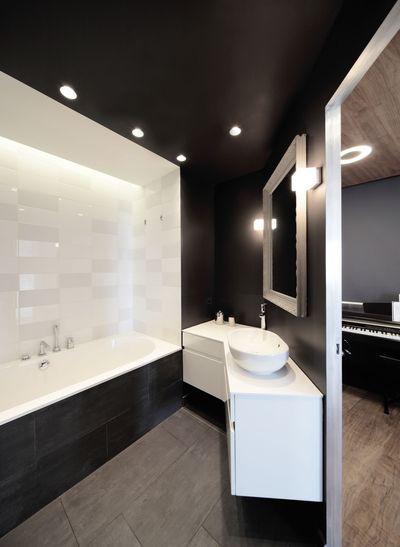 7 m2 pour une salle de bains familiale en noir et blanc - Grande Salle De Bain Familiale