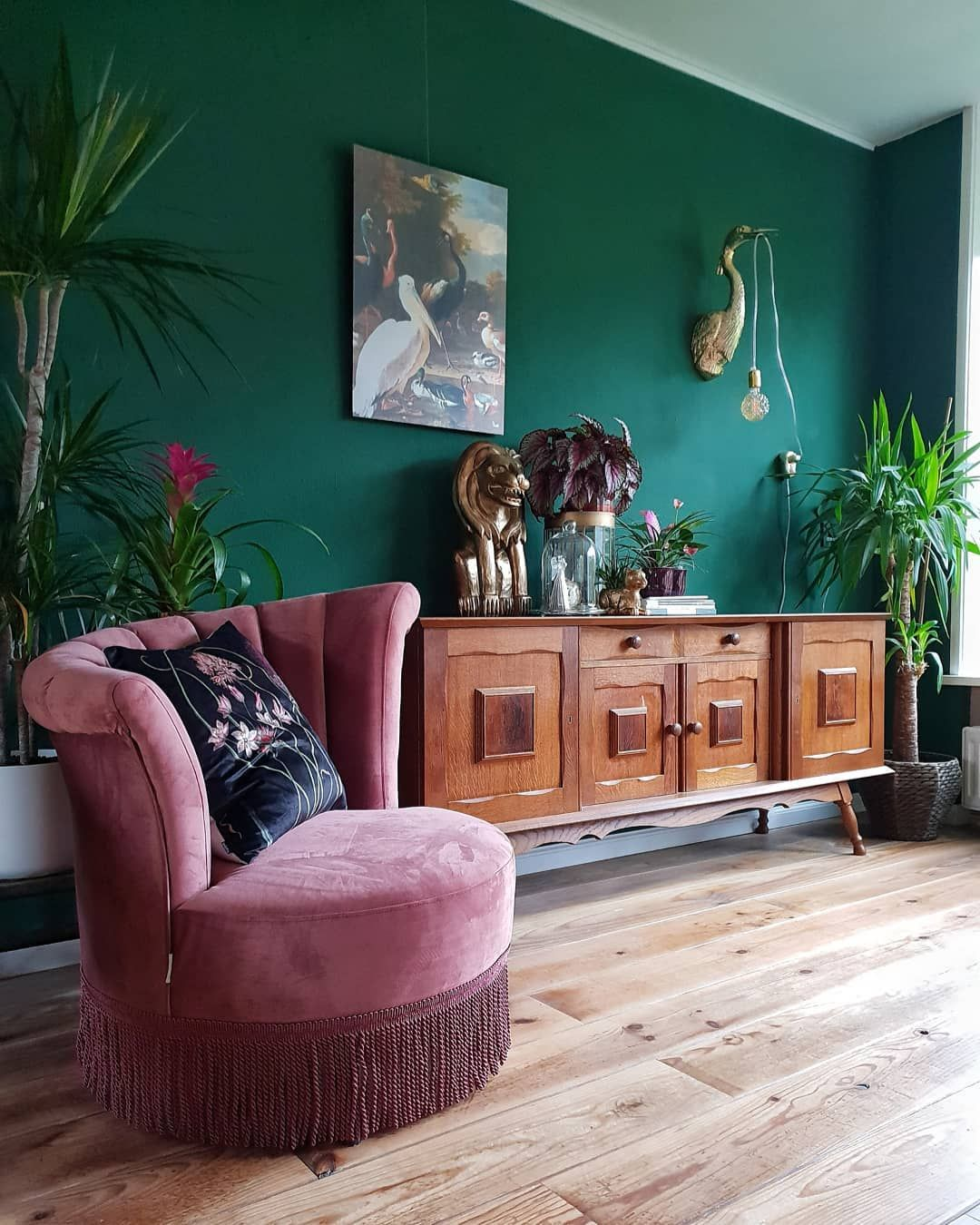 Woonkamer Living Room Eclectic Vintage Green Pink Bold Interior Design Velvet Fauteuil Chair Plants I Decor Home Decor House Interior