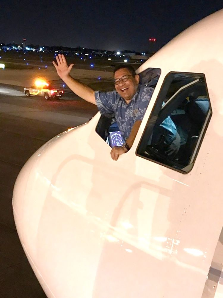 Hawaiian airlines plane makes emergency landing after