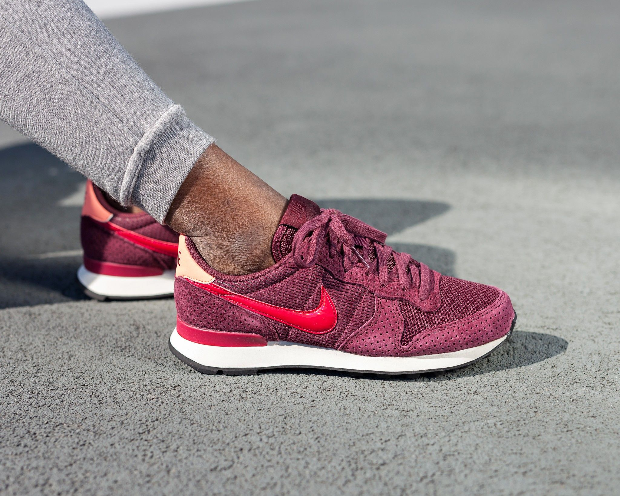 Nike Sportswear Internationalist Trainers Night MaroonNoble Red  Ew4508