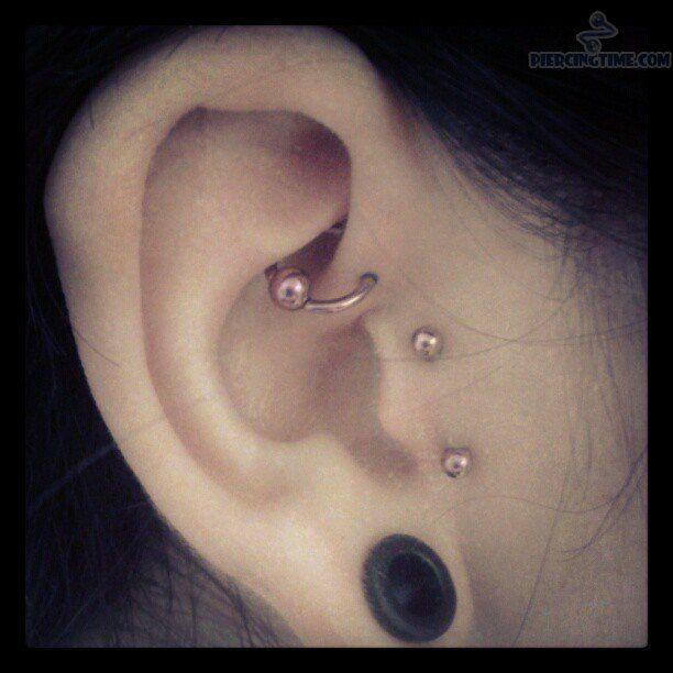 Bien connu Surface Ear Tragus Piercing And Anti Helix Piercings | Piercings  RU15