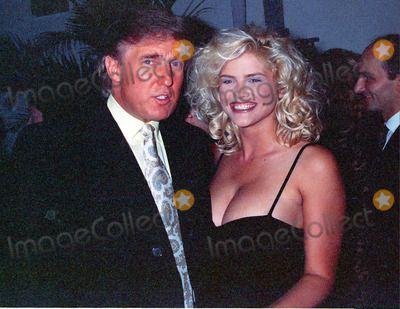 Anna Nicole Smith, Donald Trump Photo - NEW YORK, CIRCA 1995: DONALD TRUMP, ANNA NICOLE SMITH ...
