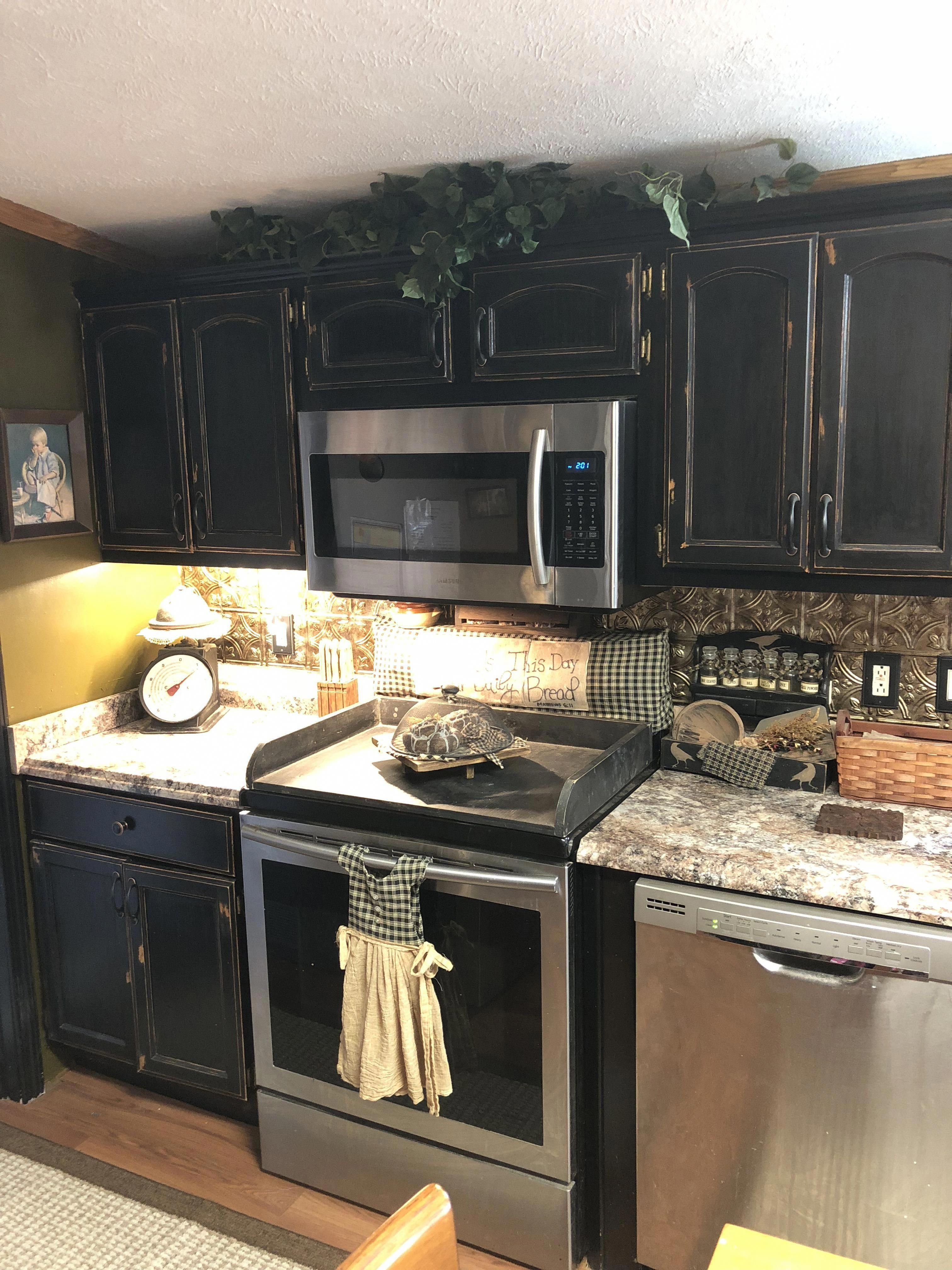 Black Cabinets Primitive Style Country Countryprimitive Primitivecountrydecorating Primitive Kitchen Cabinets Primitive Kitchen Decor Primitive Kitchen