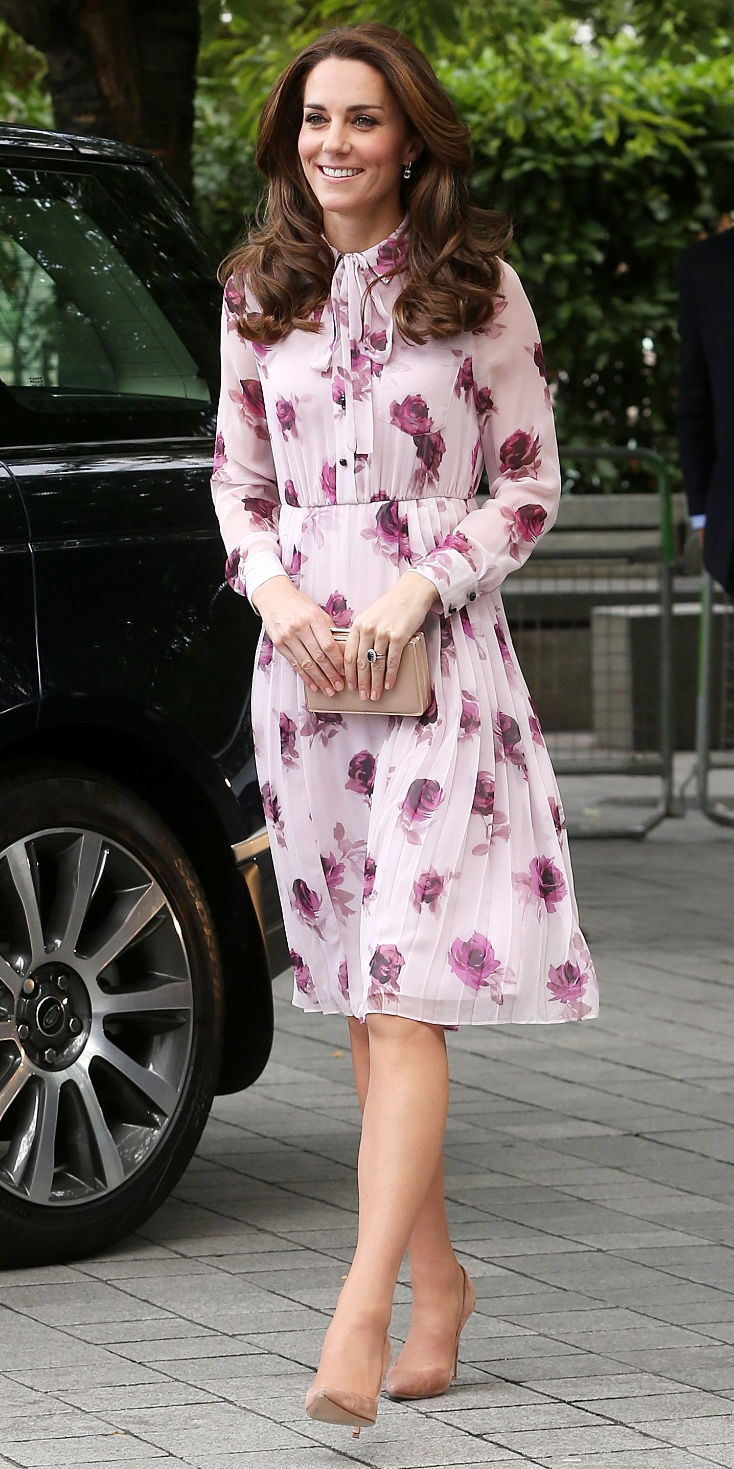 55caf82a62 Kate Middleton Is Fall Floral Perfection in a Pastel Pink Tie-Neck ...
