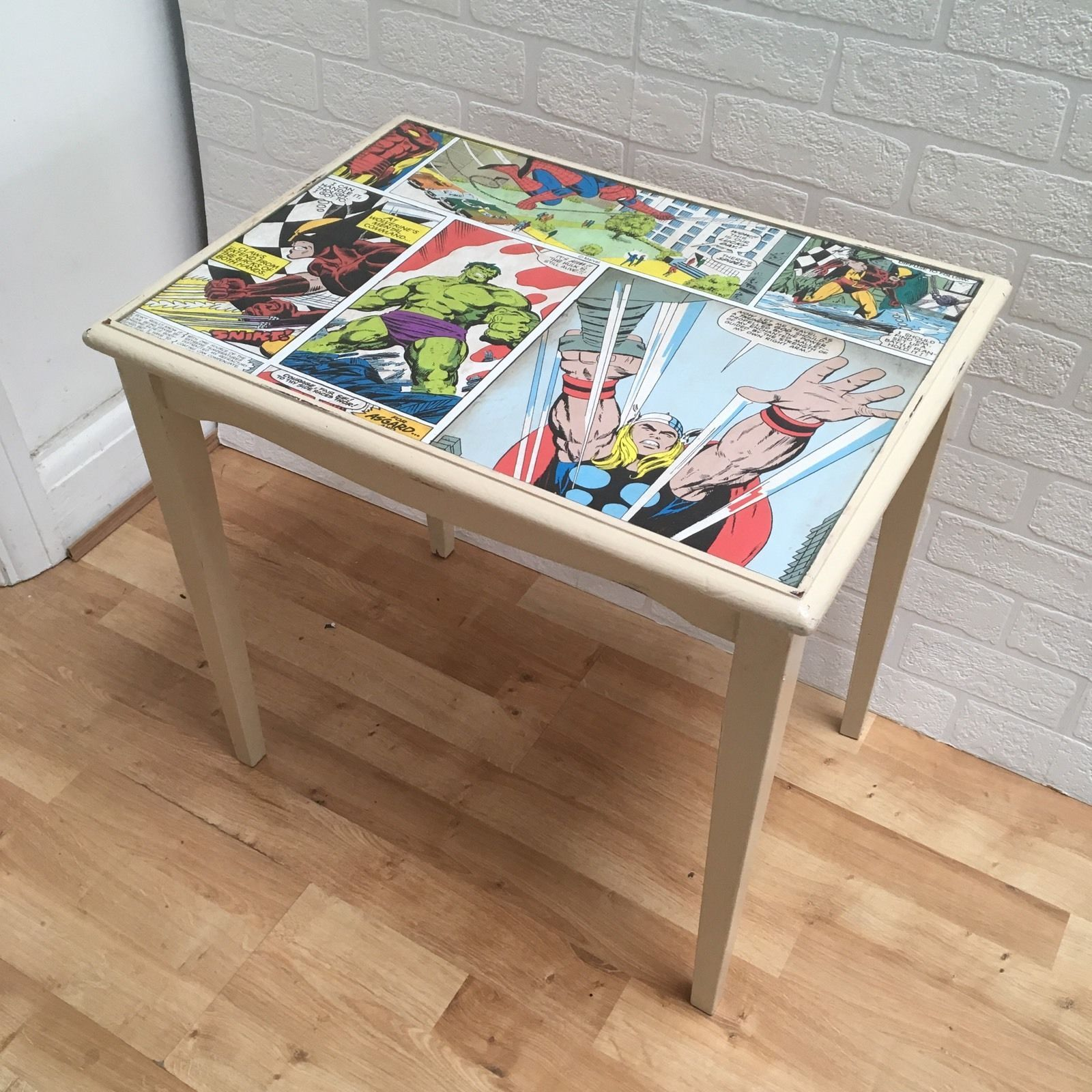 Couchtisch Marvel Upcycled Superhero Marvel Comic Decoupaged Bedside Side Table