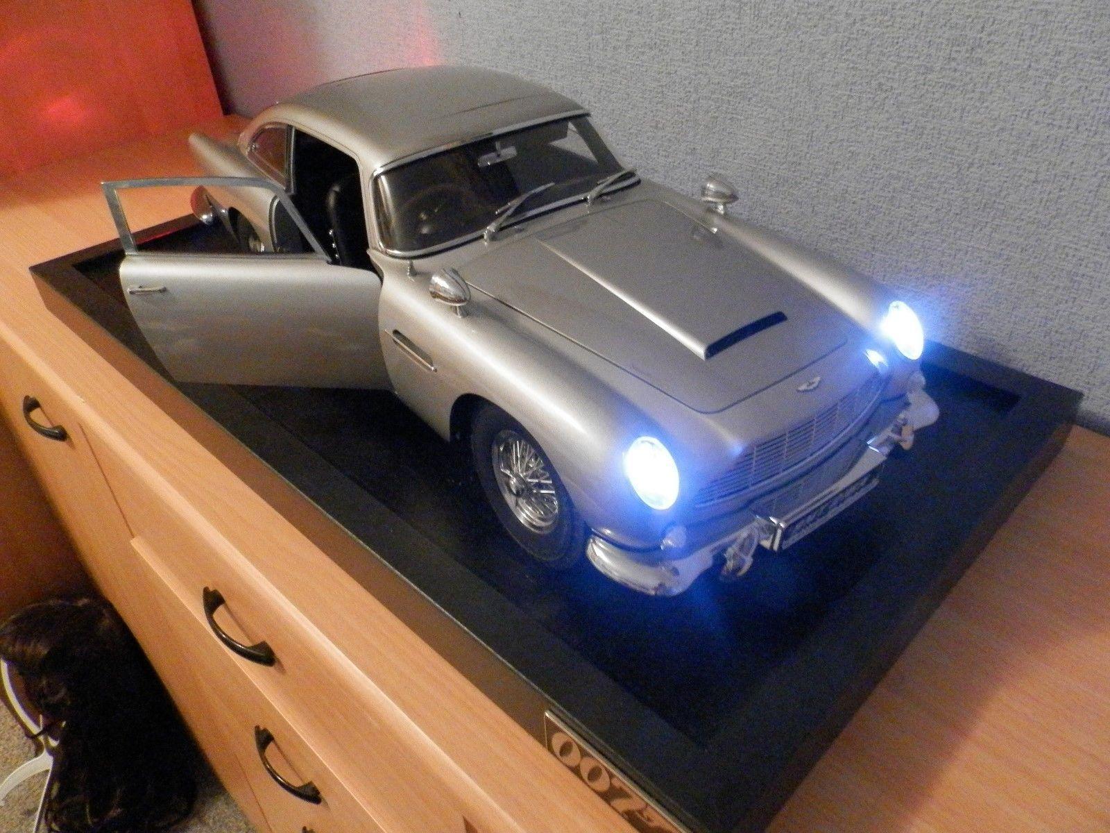 James Bond 007 Db5 Aston Martin Scale 1 8 Classic Model Car