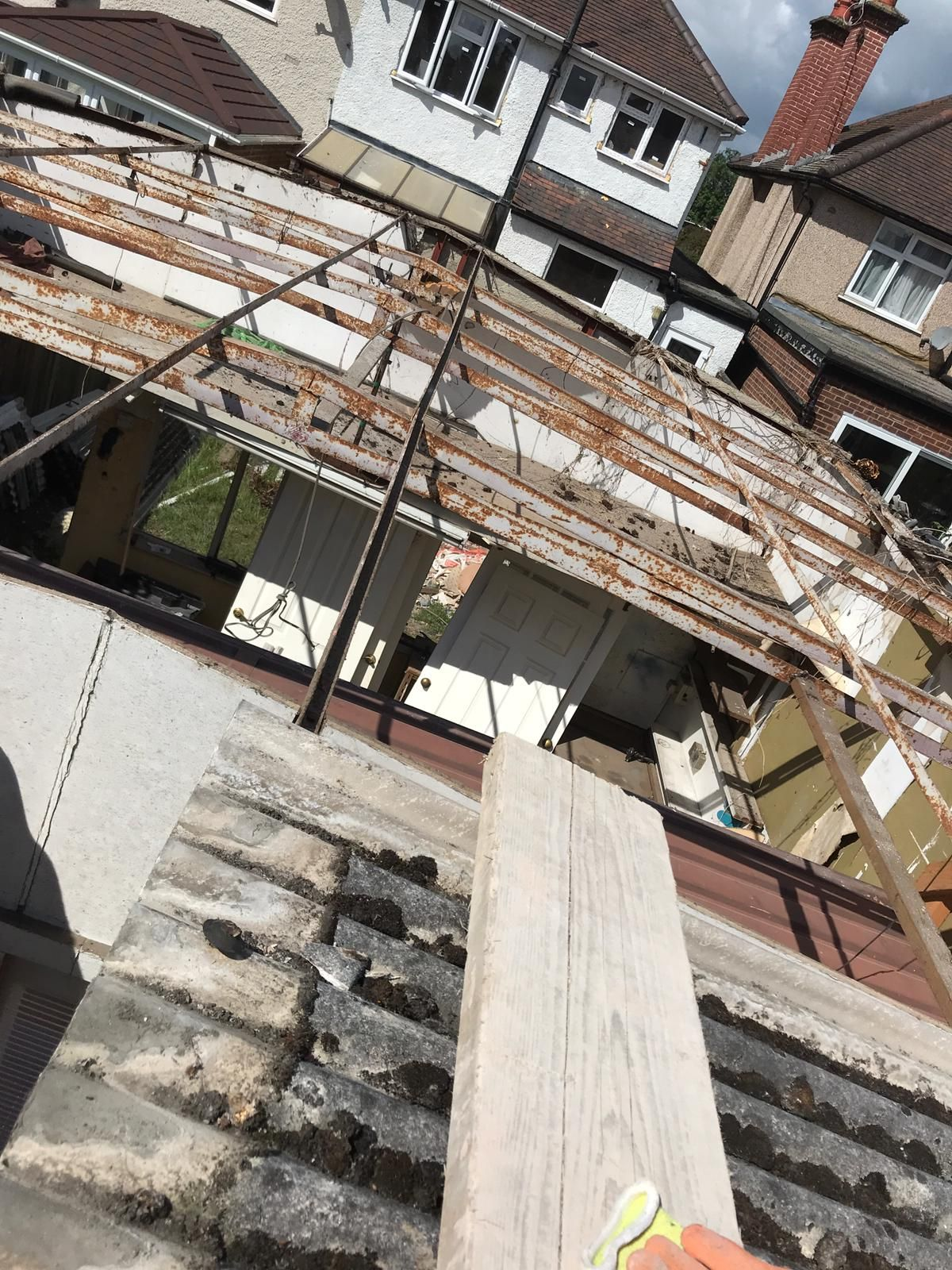 Asbestos Removal Essex Kent London And South East Uk Asbestos Removal Asbestos How To Remove