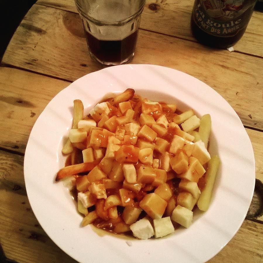 Soirée brune ! Sauce brune maison pour la poutine  bière brune hummmmm  #poutine #miam #brune #canadian #recette #food #repasdegros by lyka.vdv