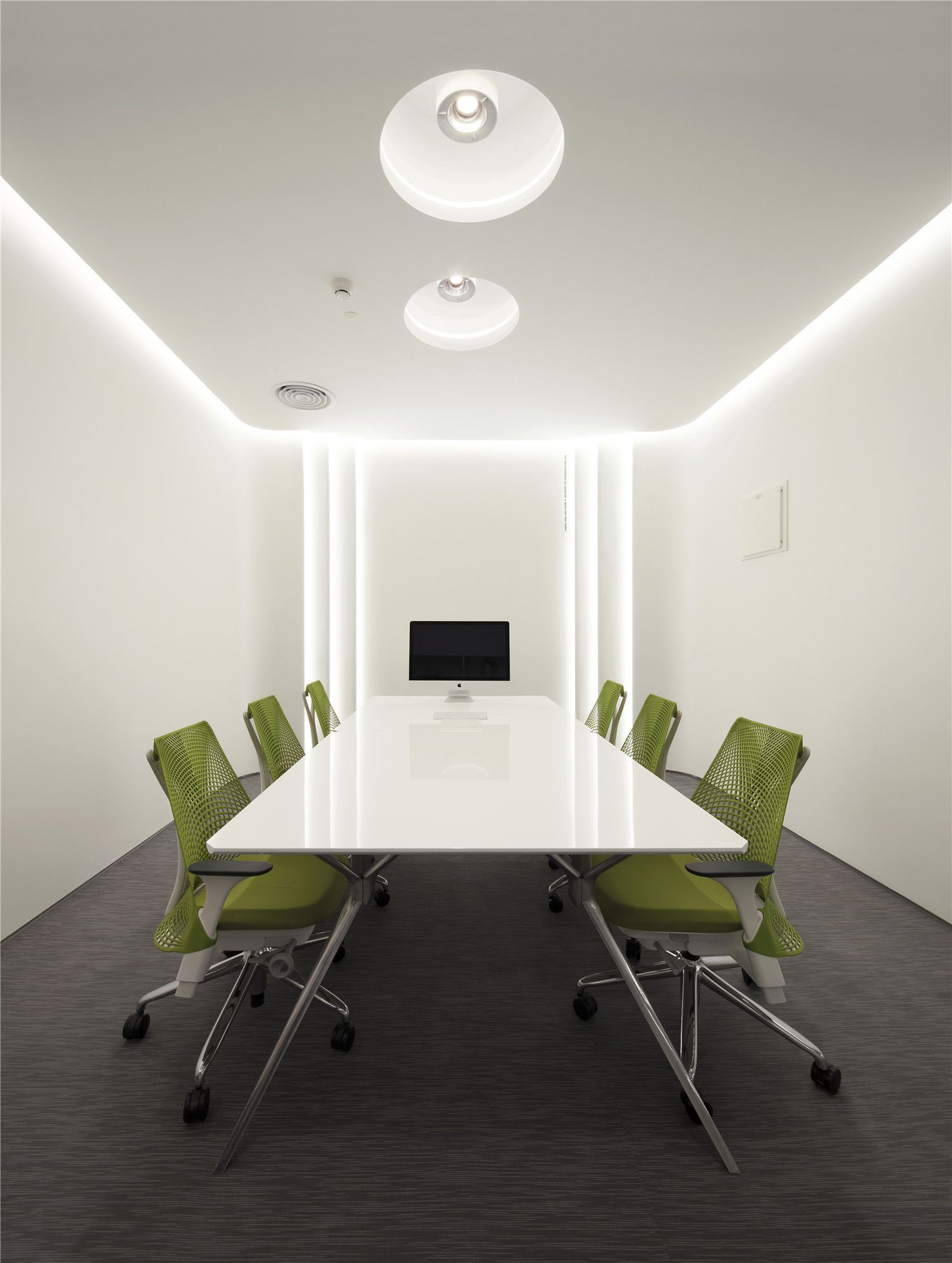 Conference Room Interior Design: BWM Office / Feeling Design