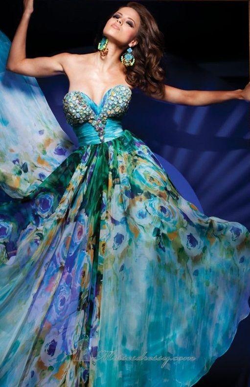 another peacock dress \u2026 Fashion Designs în 2019 Dresses, Ball