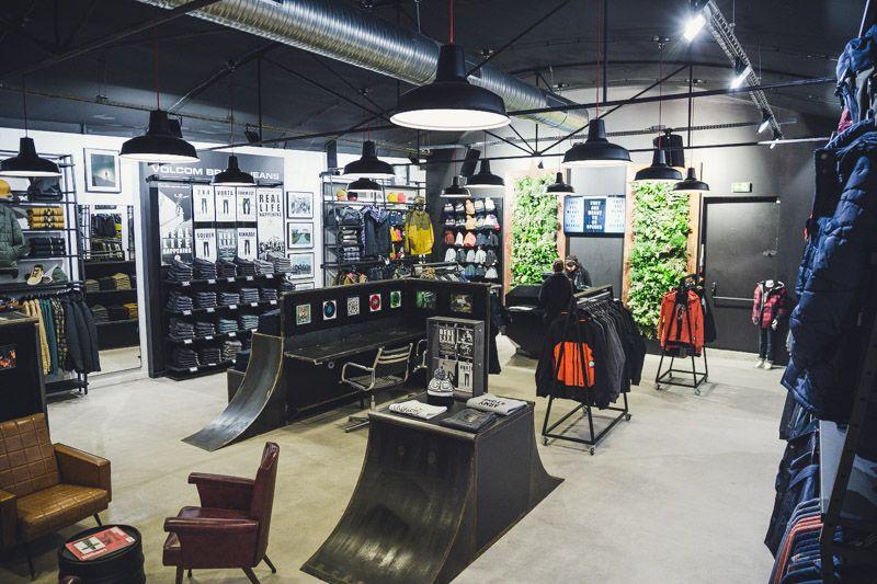 magasin volcom aix en provence r alis par architecture d 39 int rieur. Black Bedroom Furniture Sets. Home Design Ideas