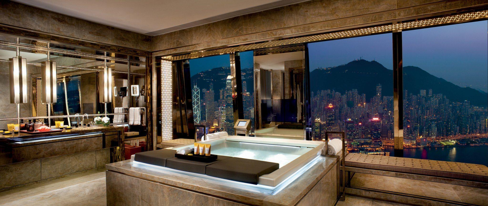 Badezimmerdesign mit jacuzzi the ritz carlton hong kong  cool hotel bathrooms  pinterest