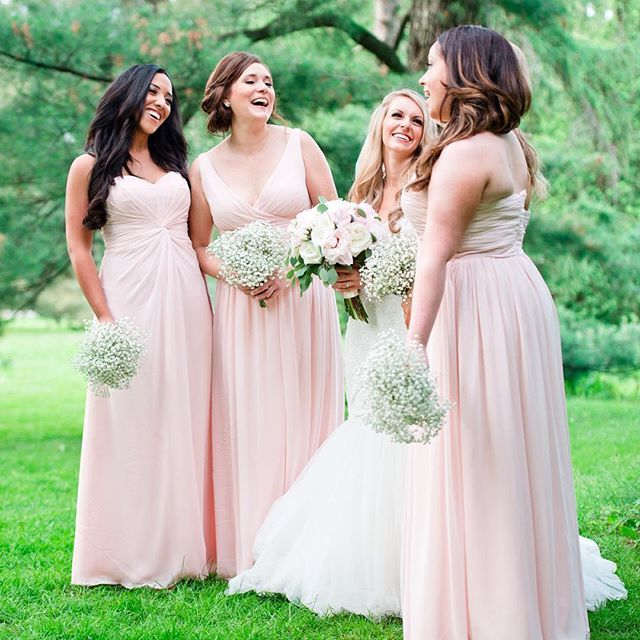 @lisaschnellxo's ladies were as fun as they were beautiful. All looking supremely gorgeous in their pink chiffon dresses. Head over to the blog! #linkinbio #blog #blogger #blogpost #naweddings | https://instagram.com/p/6VFqSNKulF/