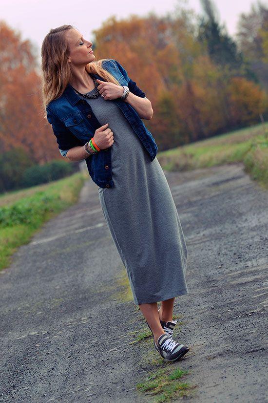 Je vous avais dit que je reviendrais avec mes robes mi,longues. En voici  donc une nouvelle version en coton et elasthanne, une matière plus légère  que la