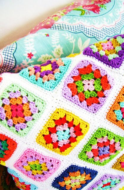Silly Old Suitcase: ...a Granny square pillow cover..