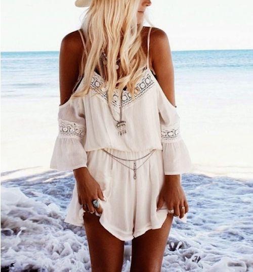 ed068fb671 Après des heures à fouiner dans les moindre recoins de la Toile, nous avons  déniché - dégoté - trouvé 25 superbes petites tenues de plage qui  n'attendent ...
