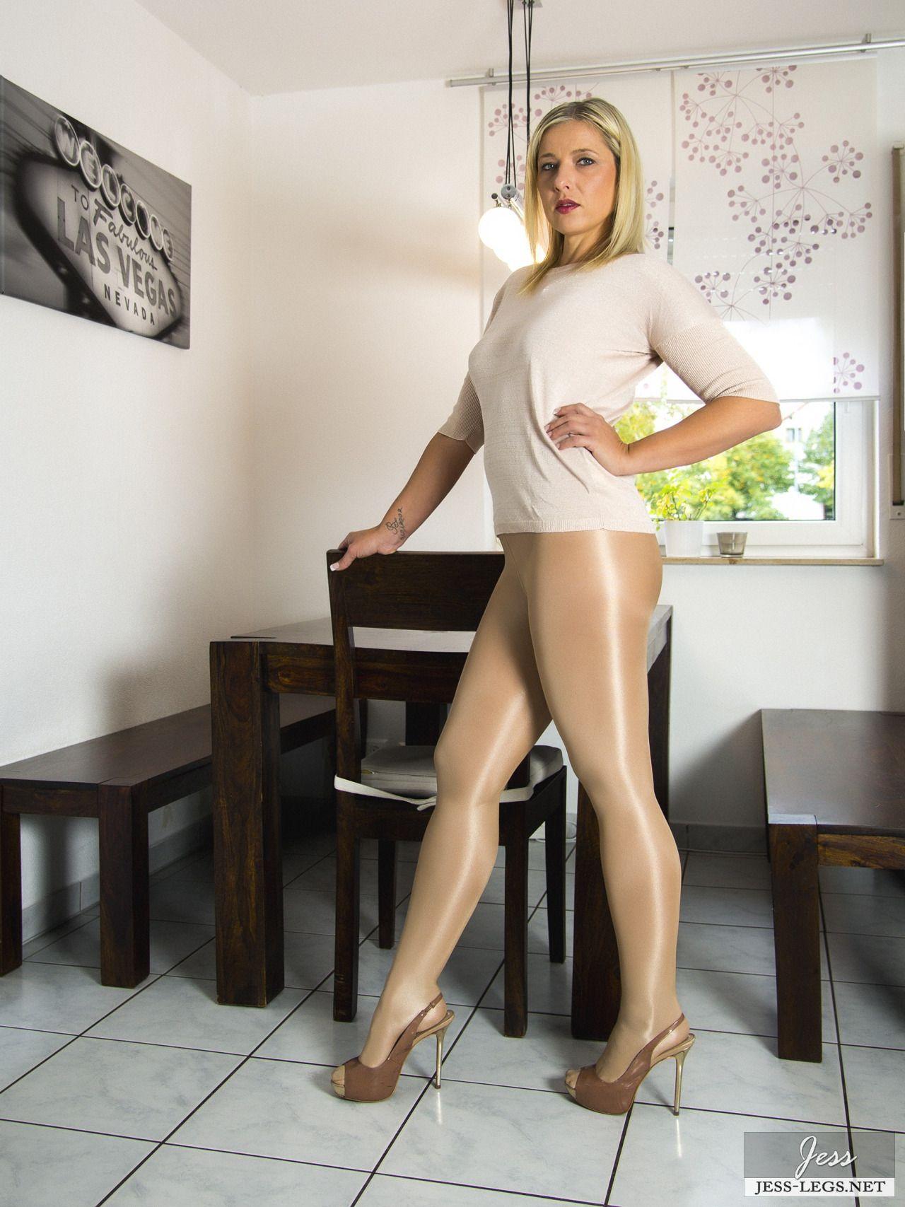 Sexy Pornstar Andi Roxxx Up Close And Personal