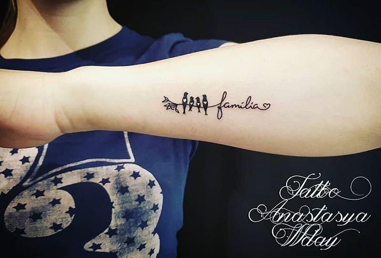 Tatuaje la preturi accesibile!!! #tattoo #tattoogirl #simpletattoo #tinytattoo #smalltattoo #tattooanastasyawday #beautiful #artwork #ink #inkedgirl #arttattoo #tattooartist #minimalism #minimalisttattoo #mini#familiatattoo #birds #birdsfamily #handtattoo #inlove ritingtattoo #cursivetattoo #inlo   Artist: @tattoo_anastasya_wday