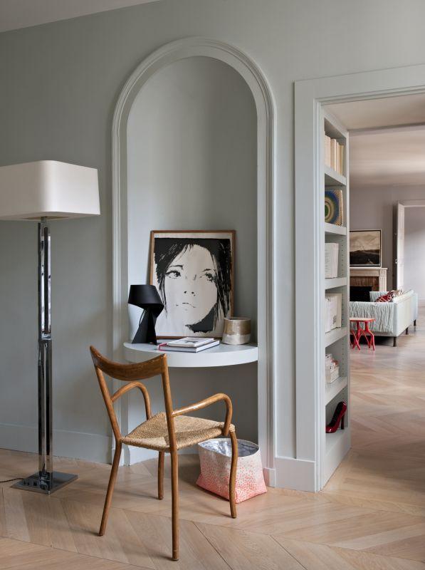 Uno studio di architettura in Rue Saint Honoré, a Parigi. Due ...