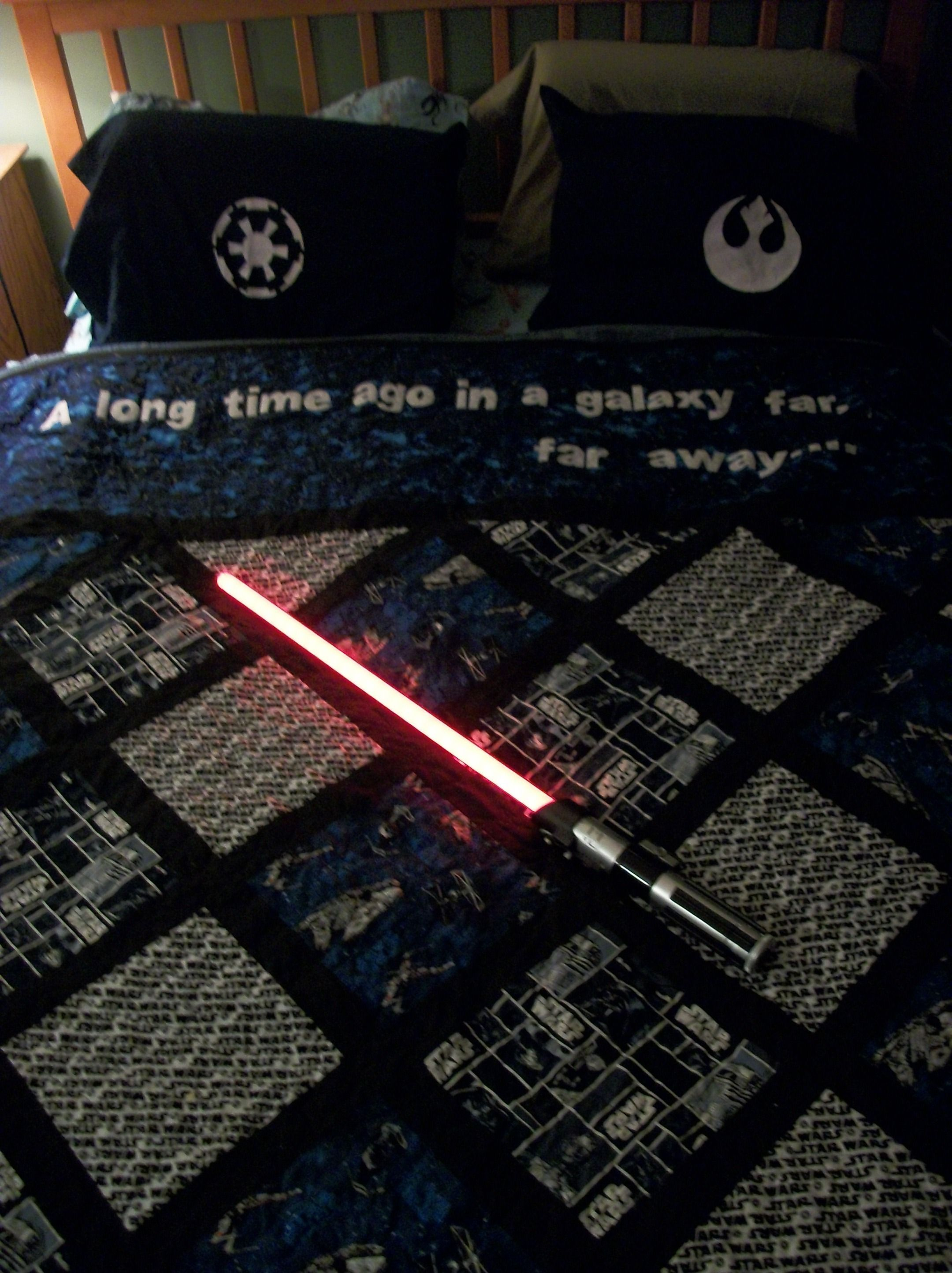 The star wars quilt I designed/made for my hubs for his birthday! (And the freezer paper stencil pillowcases! & The star wars quilt I designed/made for my hubs for his birthday ... pillowsntoast.com