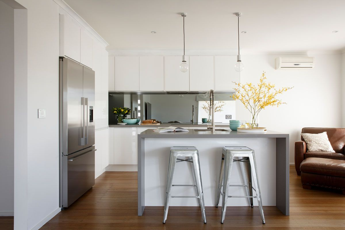 Freedom kitchens caesarstone sleek concrete modern for Sleek modern kitchen ideas