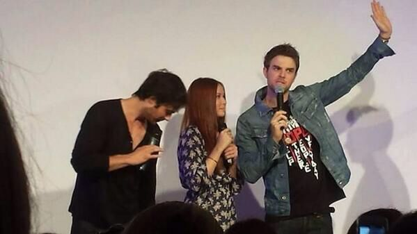Ian Somerhalder Speaks on Stage at Bloody Night Con ...