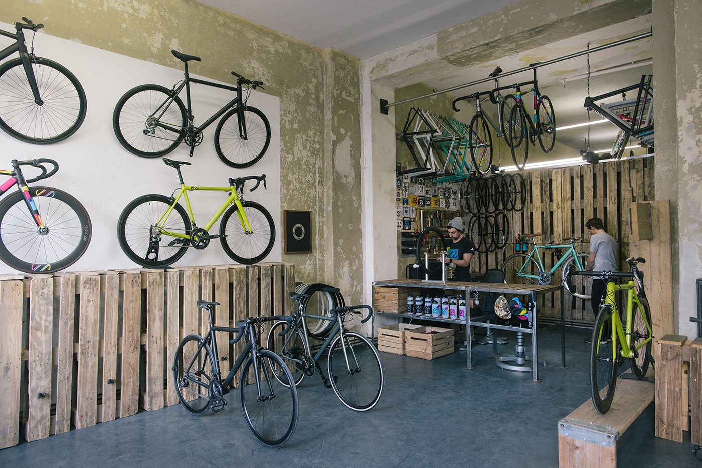 Showroom Affordable Furniture Stores Bike Hanger Urban Furniture