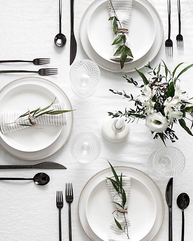 Table Settings 5 tips to set a simple and modern tablescape | minimal, modern and