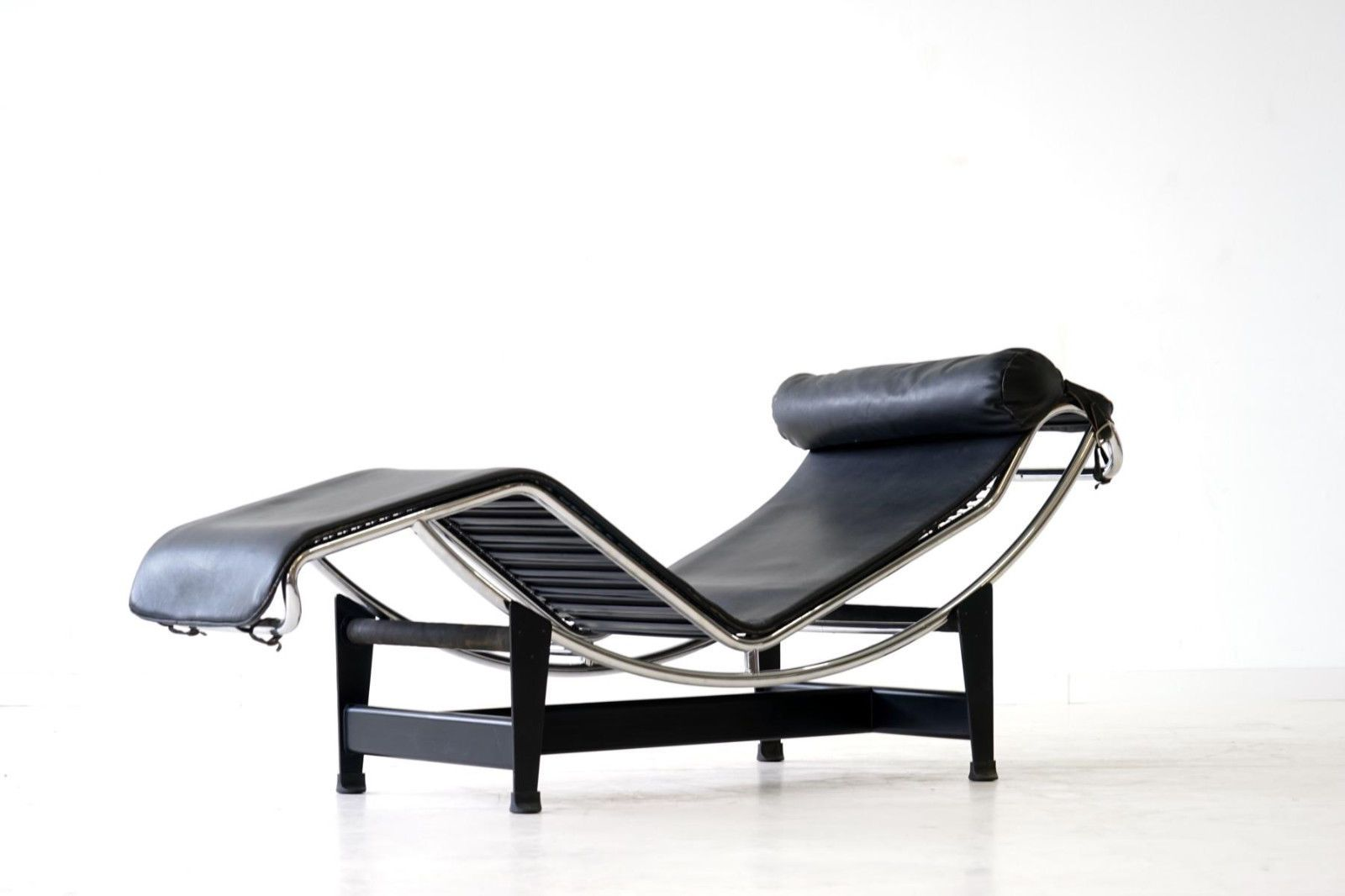 early lc4 le corbusier chaise longue liege daybed cassina no 8xxx - Liege Chaiselongue