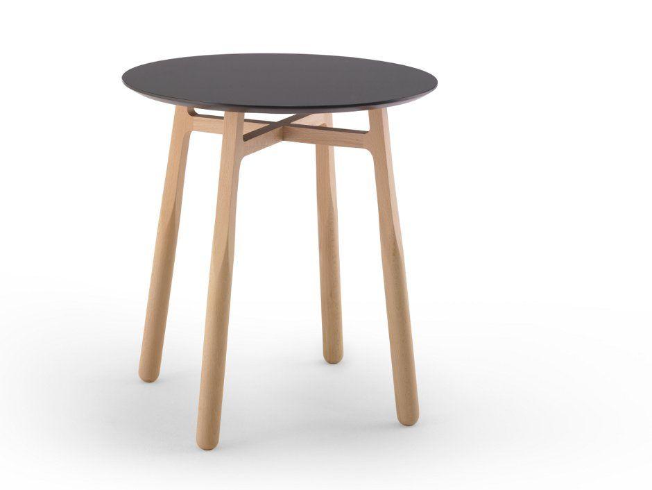Mesita auxiliar de madera TAB diseñada por discoh design para Kendo