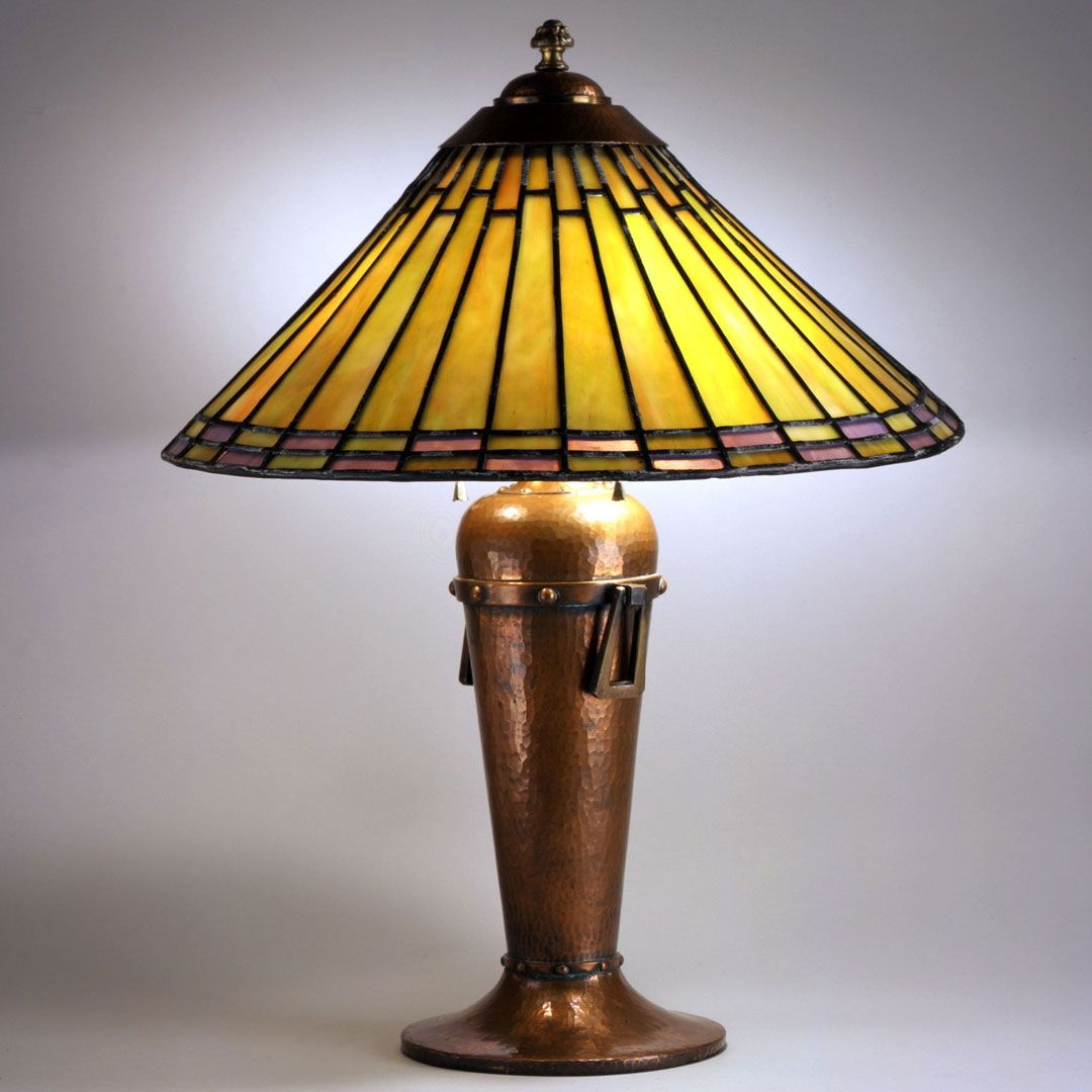 Leaded Gl Br Copper Roycroft East Aurora New York 1894 1938 Designer Dard Hunter 1883 1966 22 3 4 X 17 2 In 016 80 Table Lamp