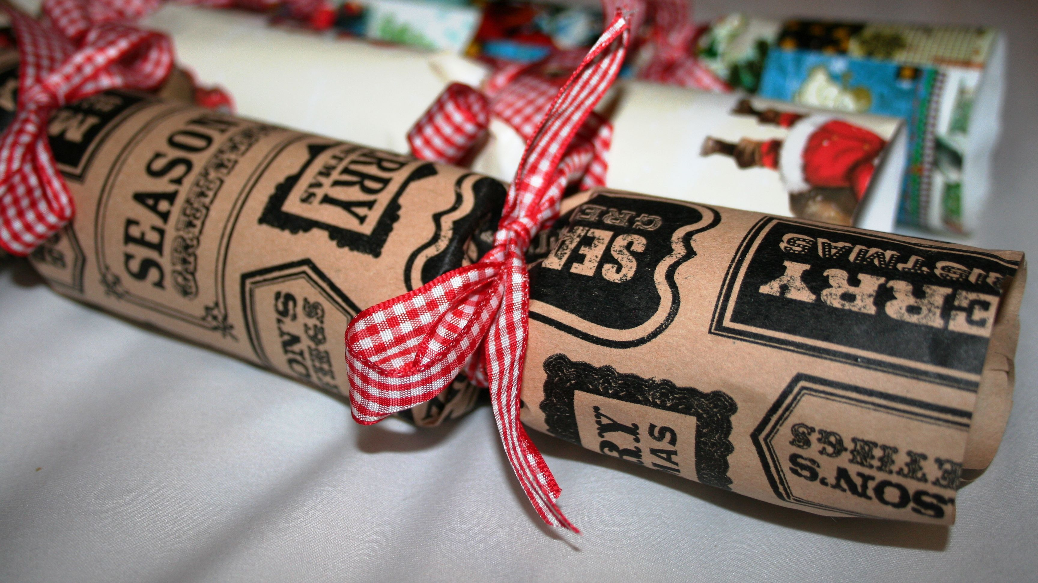 Loving these vintage style crackers christmas crafts make do trend handmade christmas crackers workshop solutioingenieria Choice Image