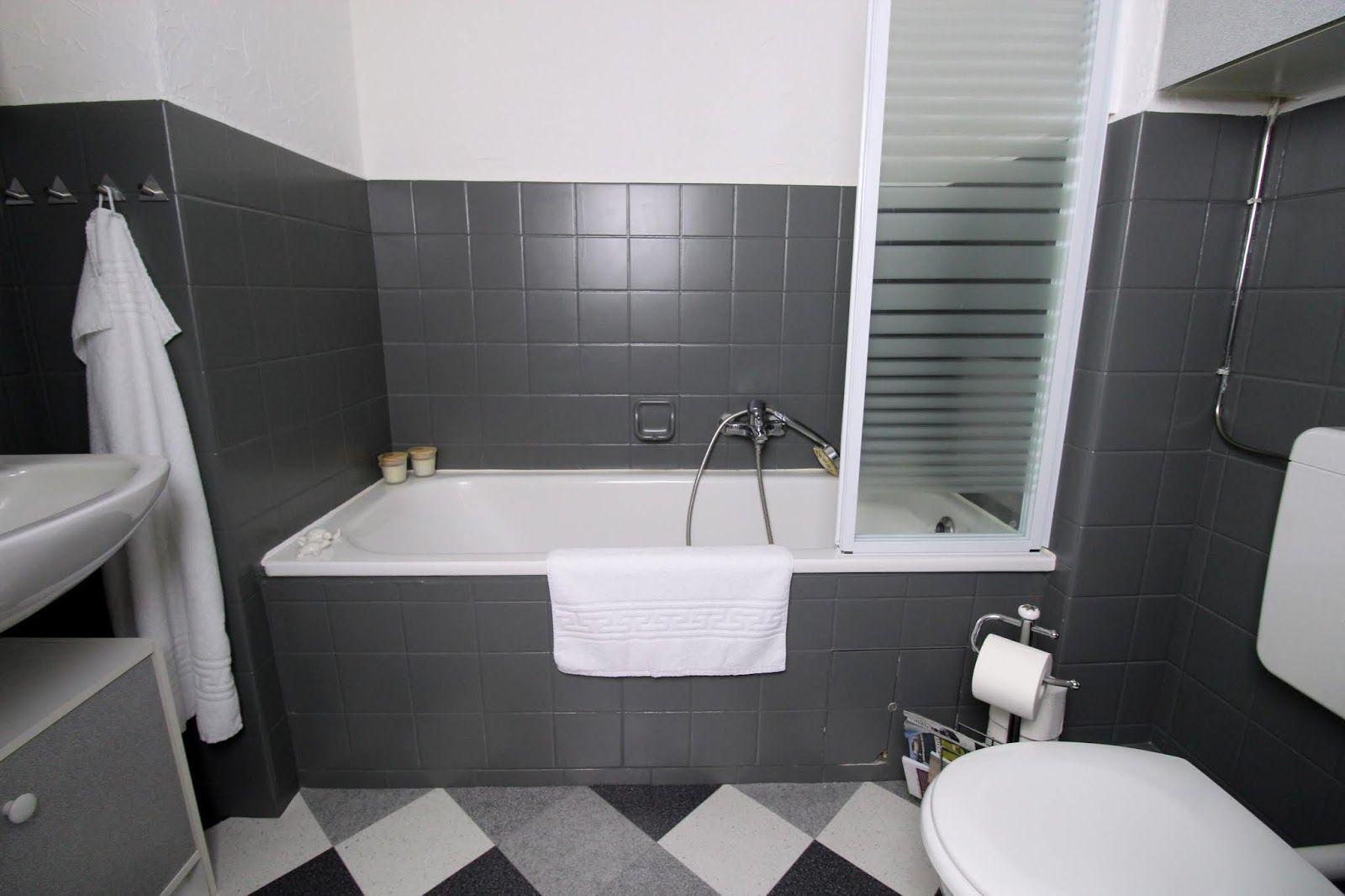 Diy Badezimmer Streichen Und Renovieren Mit Fliesenfarbe Badezimmer Streichen Badezimmer Und Badezimmer Komplett