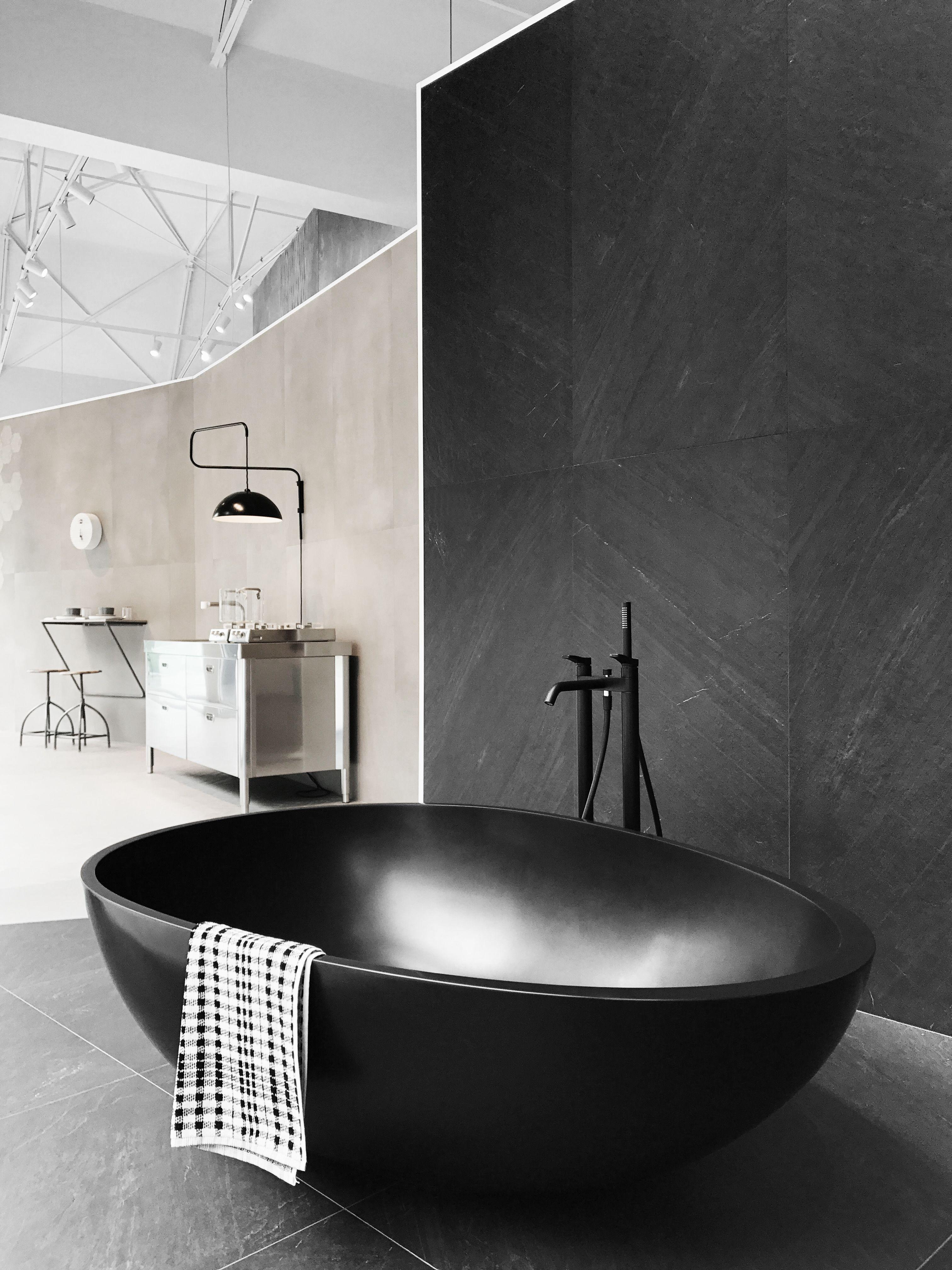 Merveilleux Mastella Design VOV Black. #mastella #mastelladesign #bathtub #blackbathtub  #modernbathtub #modernbathroom #contemporarybathroom #designerbathroom ...