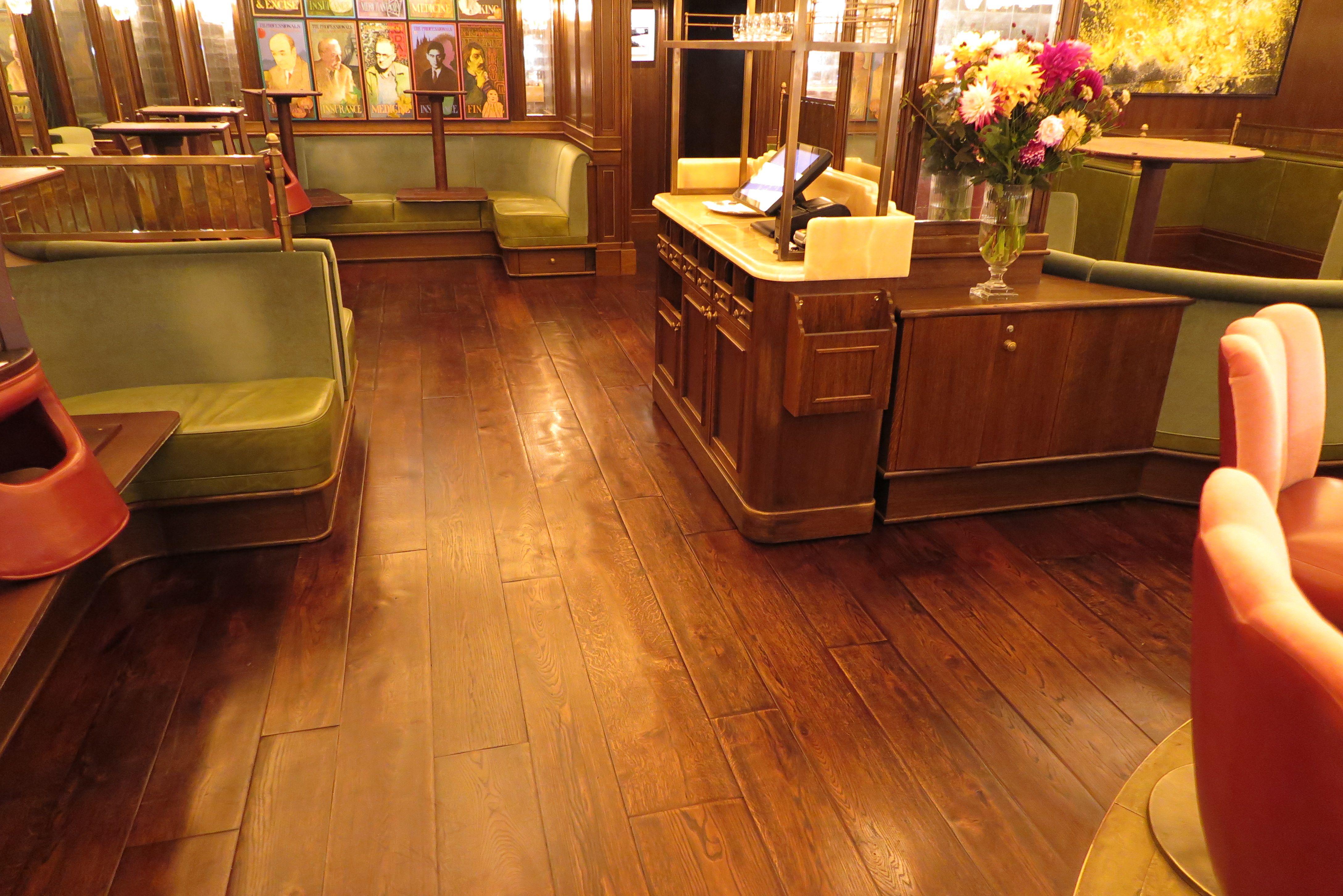 Aged Oak Flooring With Underfloor Heating