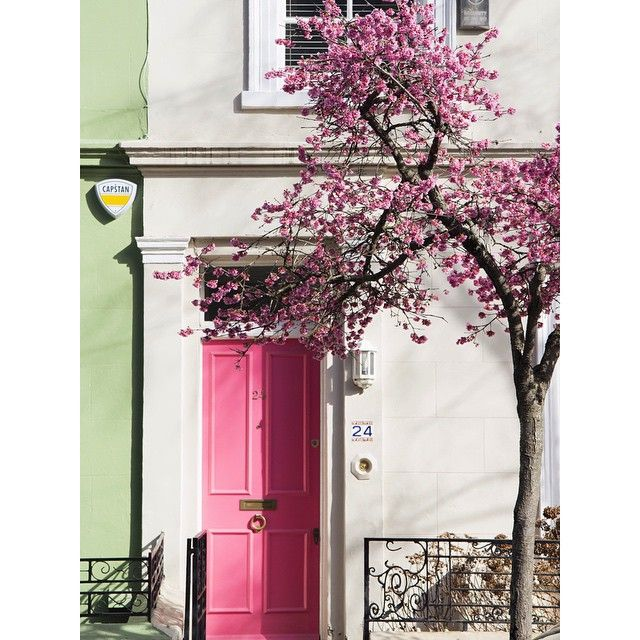 """Spring is on her way, people!!! ✨✨ #doortraits #Londontown #igerslondon #portobelloroad"""