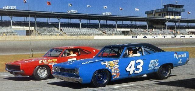 Al Unser And Richard Petty Before Practice For The 1968 Daytona 500 Nascar Race Cars Nascar Racing Nascar Cars
