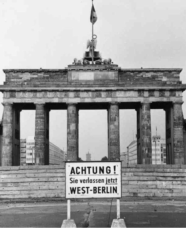 berlin wall and brandenburg gate berlin wall on berlin wall id=22072