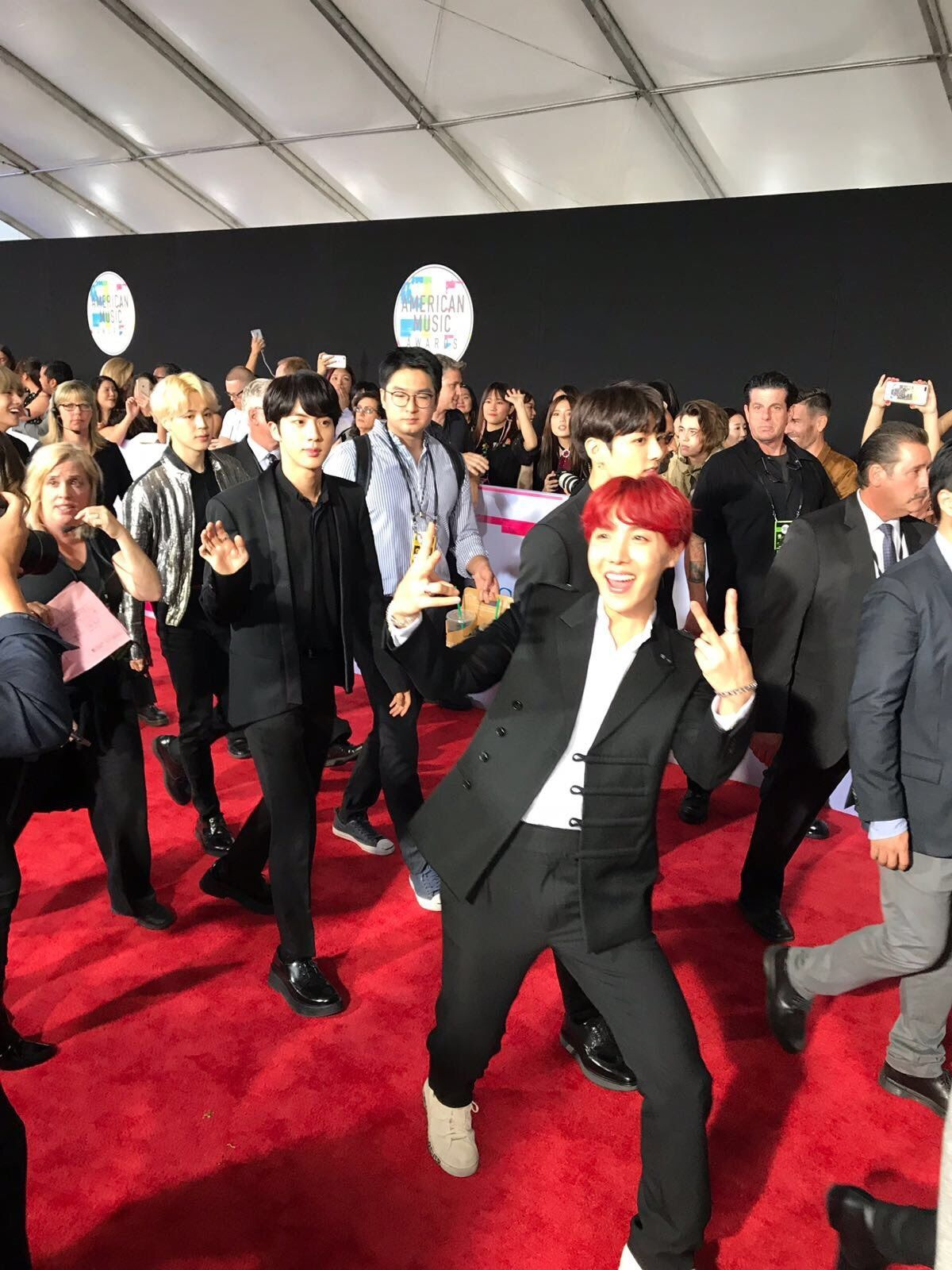 You Need To Check Yourself If This Isn T The Moment Of The Amas Red Carpet You Ve Been Waiting For Our Loves Bts Bighi Bangtan American Music Awards Jimin