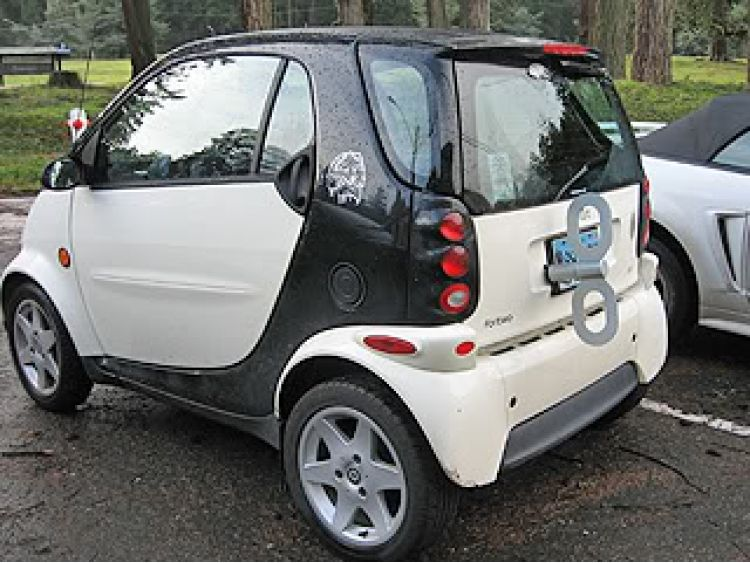 I Love The Sense Of Humor That Owners Wind Up Smart Cars Must Have How Fun It Is To Drive Behind One These