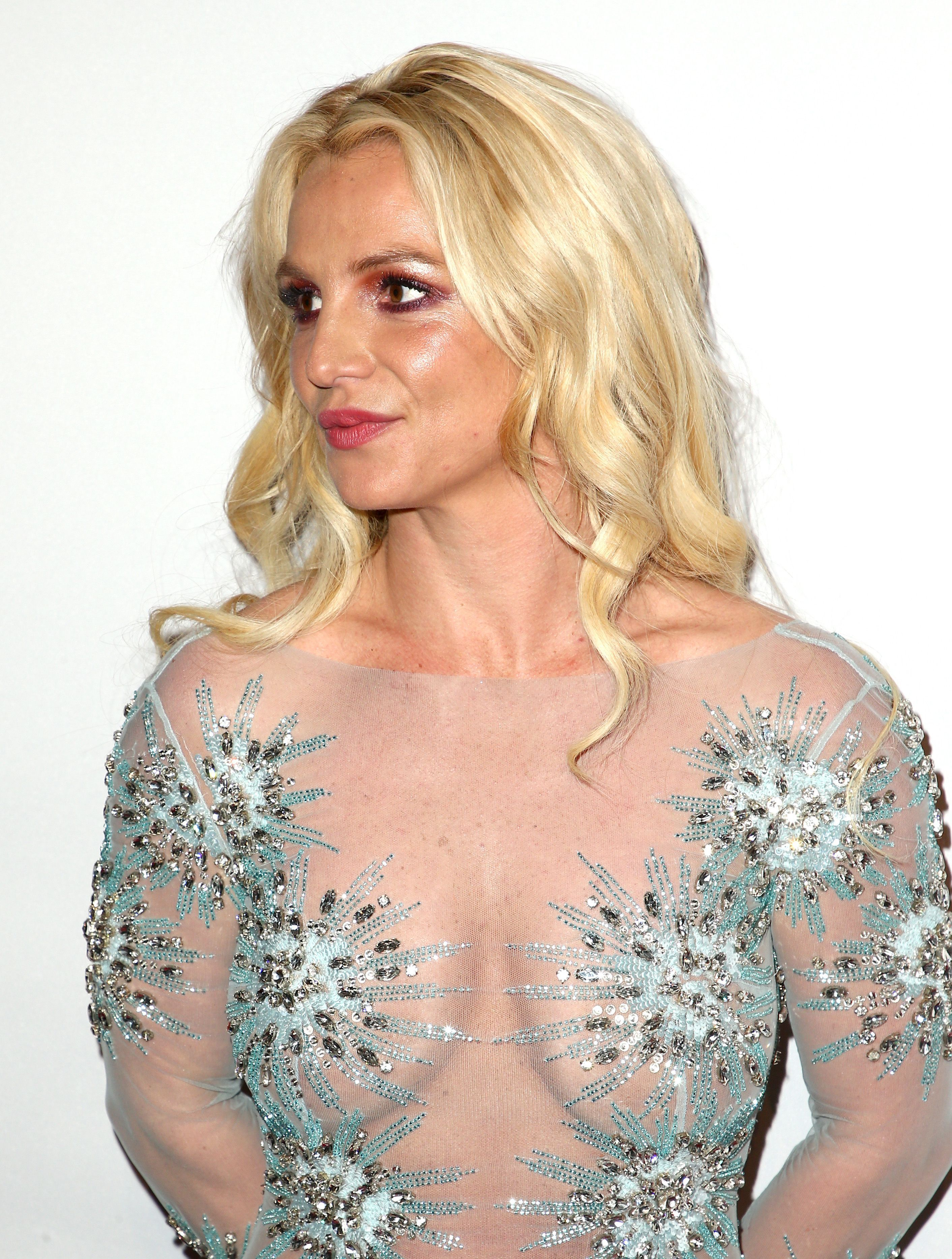 Porm celebrity hairstyles - Britney Spears Seethru To Boobs At Clive Davis Pre Grammy Party In La Video Celebrities