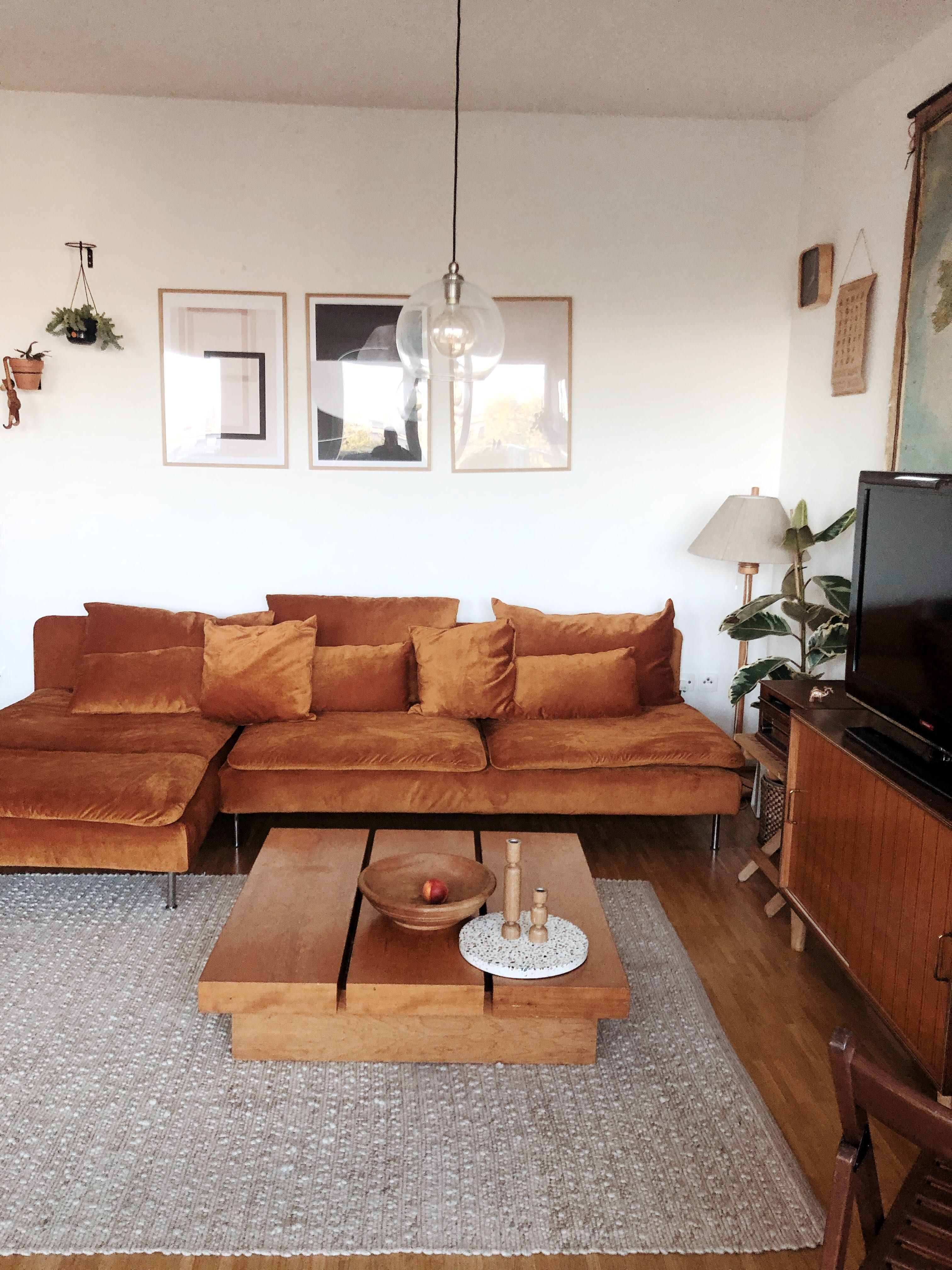 Opt For 70s Vibes With Tactile Fabrics And Rich Colours And Warm Wood Tones We Love Wienerwohnzim Living Room Warm Warm Living Room Design Ikea Living Room