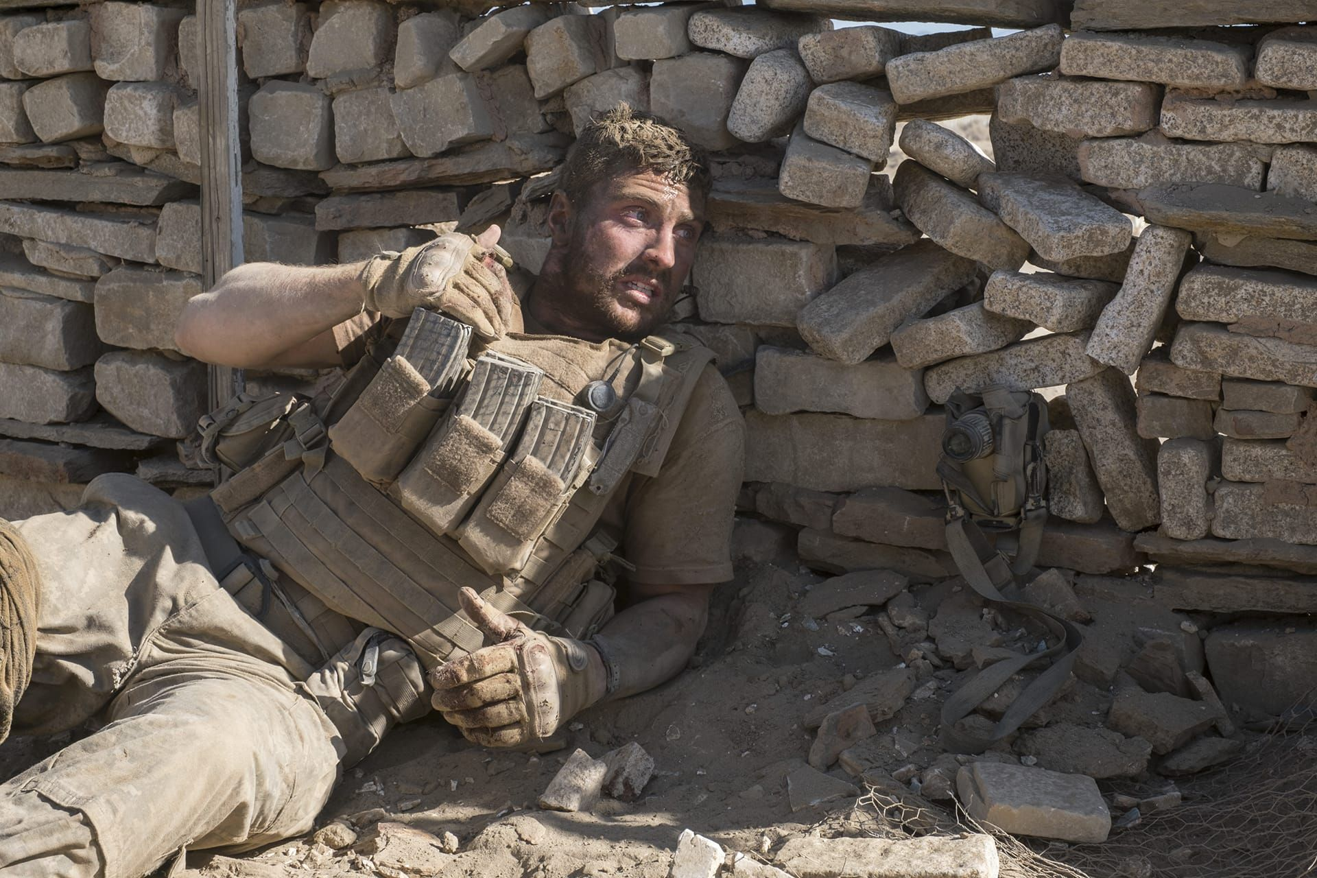 THE WALL Blu-ray Review | Aaron taylor johnson, Aaron ...