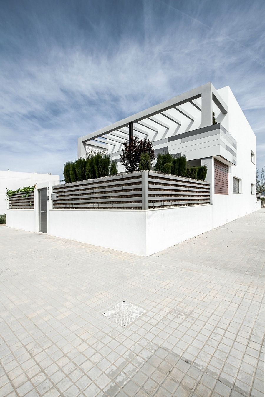 Classy Spanish Home Enlivens An Urbane Interior With Smart Accent ...