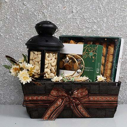 Yummy N Healthy Ramadan Hamper In Uae In 2020 Eid Gifts Ramadan Gifts Eid Hampers