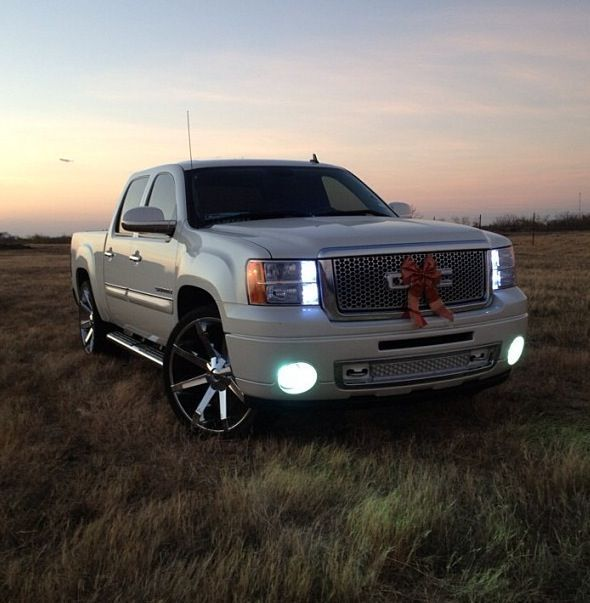 2009 Pearl White Slt Gmc Sierra On 26 Kmc Slide With A Denali